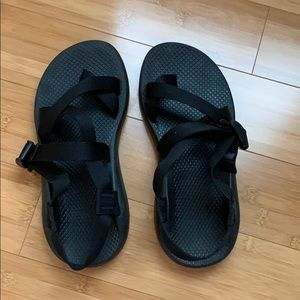 Classic black Chacos. single toe strap. Sz 8 wide